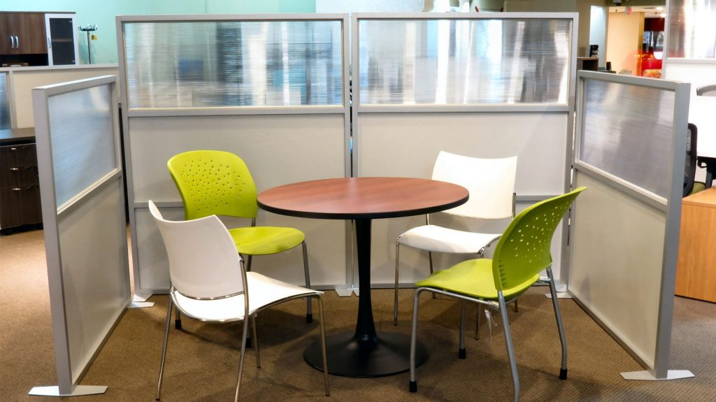 Free standing divider. Screen for meeting tables